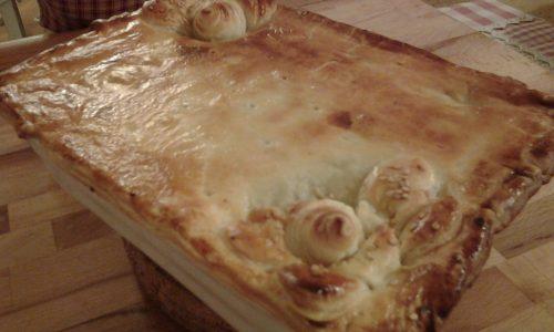 Pasticcio autunnale in crosta , con patate,salsiccia e funghi