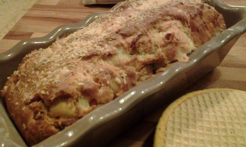 Plumcake salato con emmenthal prosciutto cotto e pistacchi