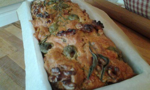 Plumcake salato con pancetta,olive verdi, provola ,profumi dell'orto  di primavera e noci croccanti