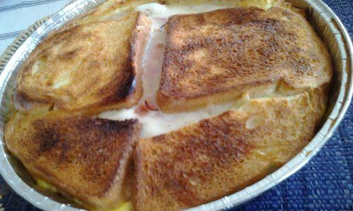 Torta di pane salata filante con prosciutto e mozzarella