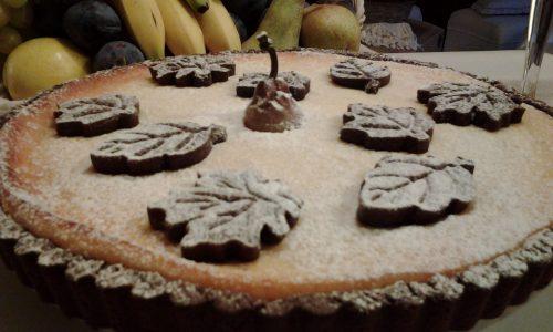 Crostata al cacao con crema di ricotta e pere