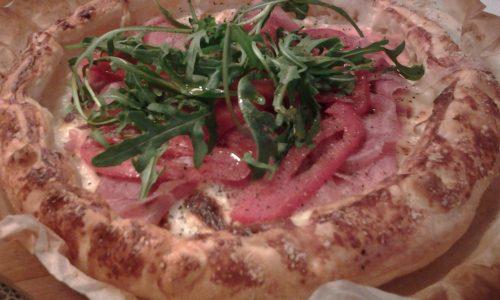 Pizza sfogliata stracchino,crudo e rucola