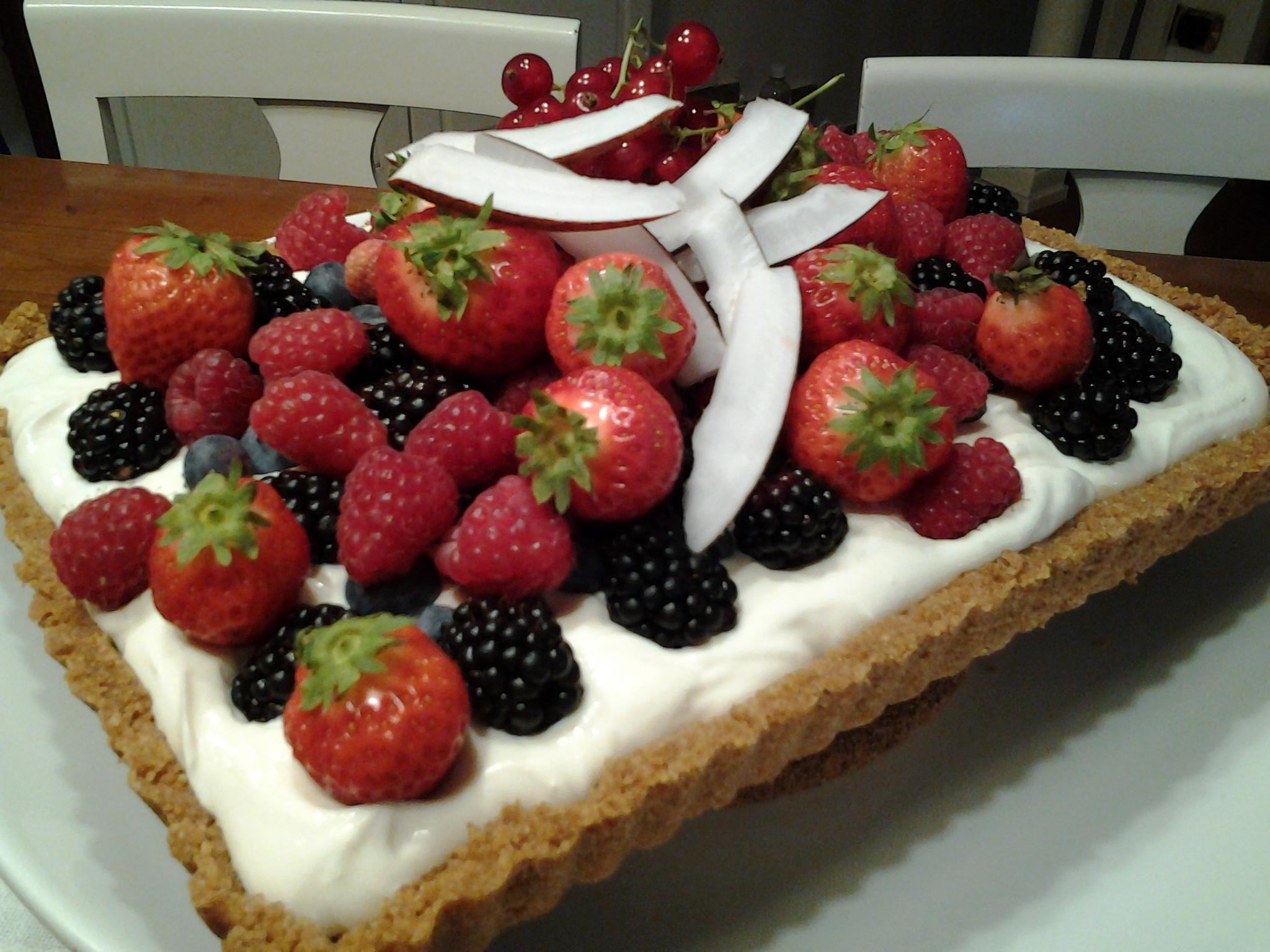 Cheesecake freddo con frutti rossi d'estate