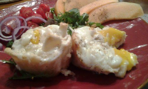 Muffins salati di pan carré con uovo, prosciutto e provola