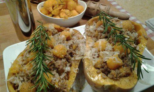 Zucca ripiena al forno con ragù  bianco e toma piemontese
