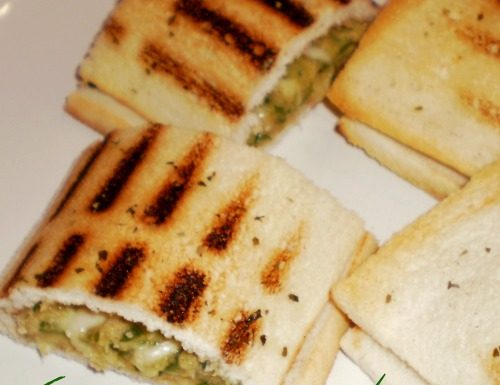 Crostini chiusi con zucchine,formaggio e tonno