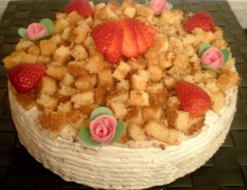 Torta crema al latte e fragole
