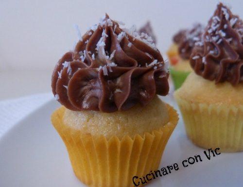 Cupcake al cocco farciti con nocciolata e philadelphia