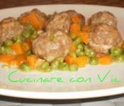 Polpette in padella con piselli e carote