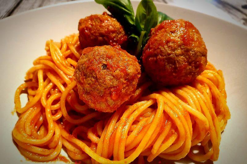Spaghetti con le polpette al sugo