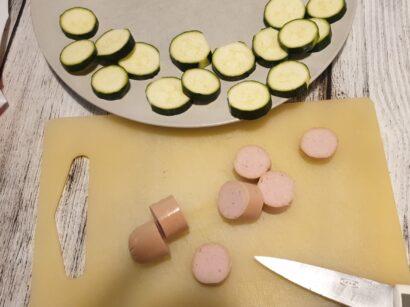 Prepariamo wurstel e zucchine