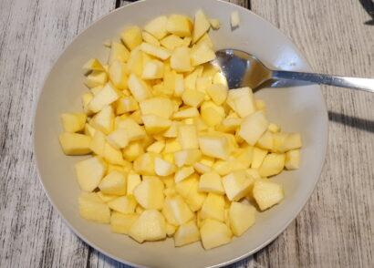 Tagliamo le mele a dadini