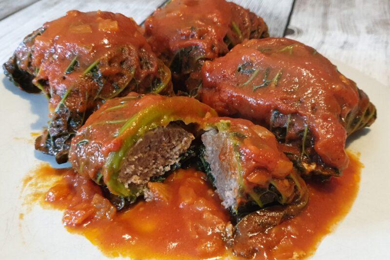 Fagottini di verza al pomodoro ripieni di carne
