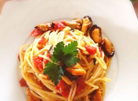"""Spaghetti con le cozze """"nude"""" mantecati al limone"""