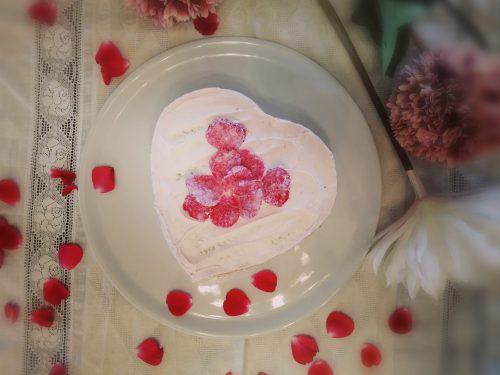 La Mummy Cake, torta con crema alle rose, fragole  e petali cristallizzati