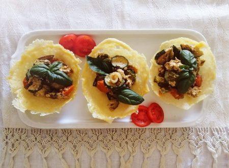 Cestini di parmigiano croccanti con verdure saltate all' orientale