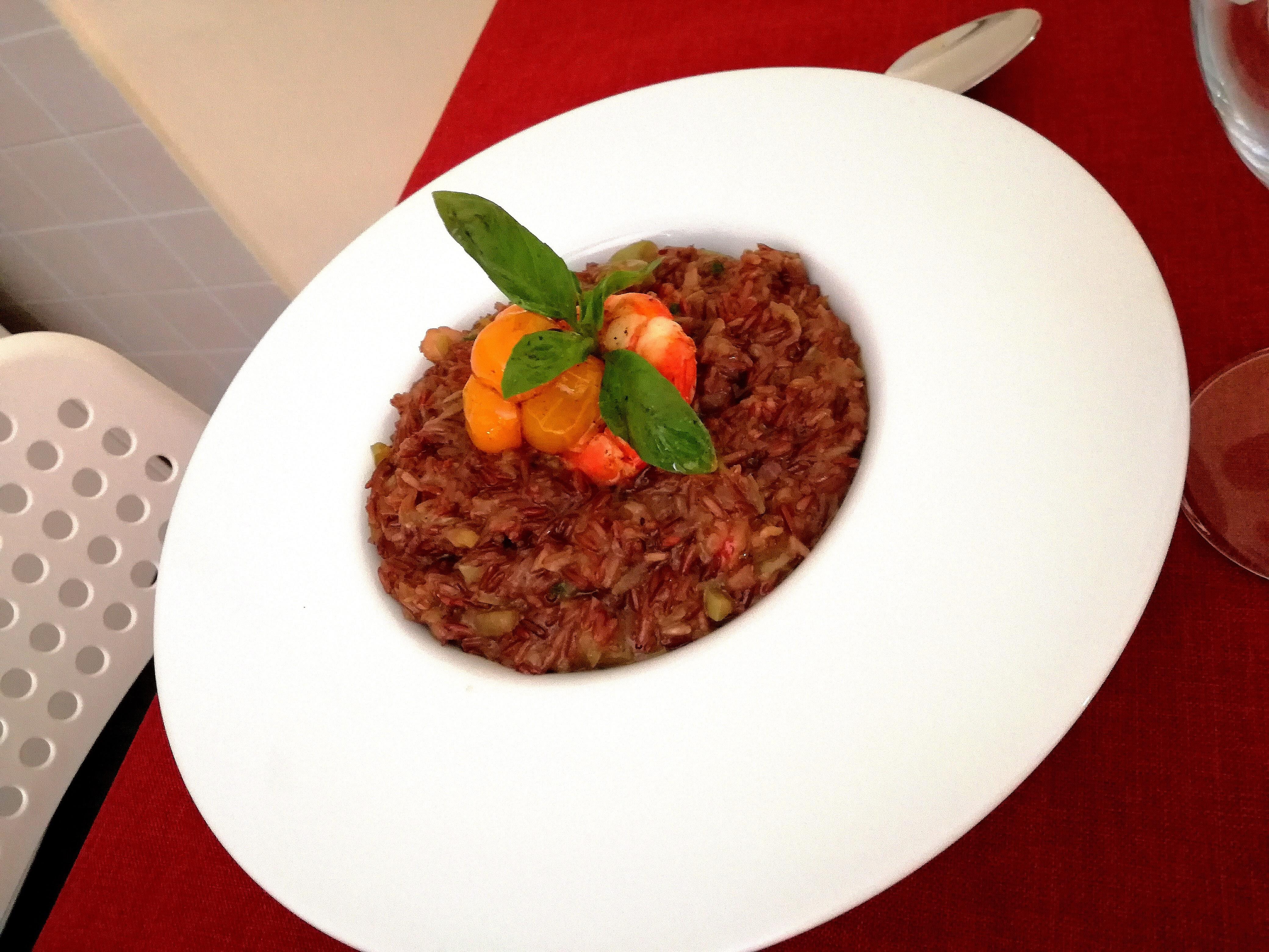 Risotto rosso integrale con gamberoni e zucca d'acqua