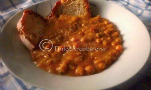 Zuppa di fave e ceci piccante, ricetta gustosa.