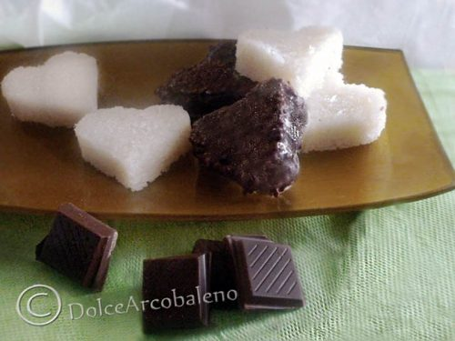 Cioccolatini al cocco casalinghi, ricetta dolce.