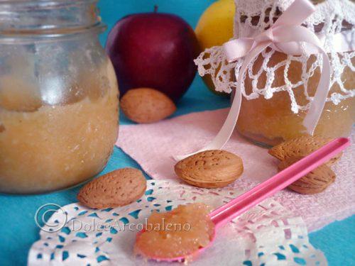 Marmellata di mele e mandorle.