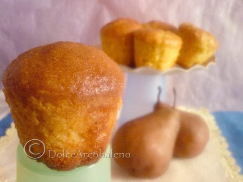 Muffin alla pera e mandorle.