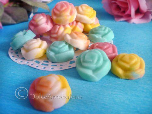 Caramelle in pasta di zucchero decorative