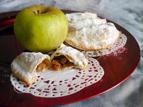 Mezzelune di sfoglia alle mele.
