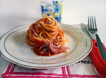 Spaghetti con sugo al prosciutto