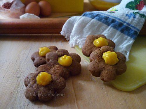 Biscotti di frolla al cacao con crema