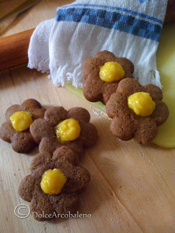 Biscotti di frolla al cacao con crema by Dolcearcobaleno