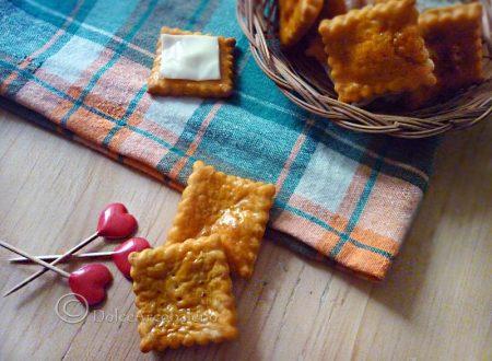 Cracker al pomodoro fatti in casa