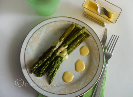 Asparagi con salsa mousseline