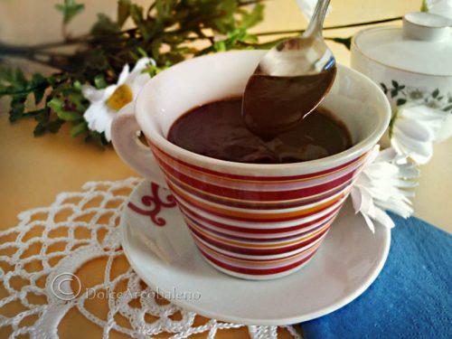 Cioccolata calda in tazza senza lattosio o glutine