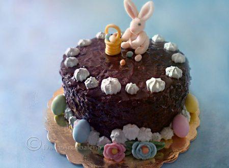 Torta decorata per Pasqua con coniglietto e ovetti