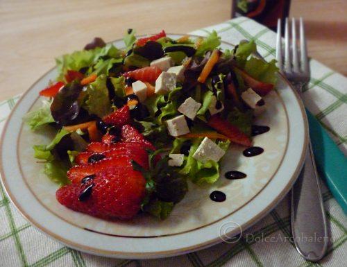 Misticanza con tofu alle fragole: l'insalata laziale