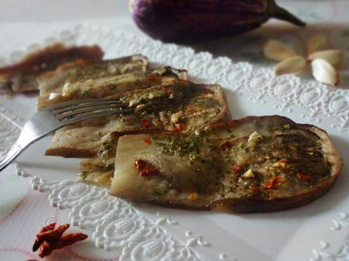 Melanzane veloci all'aglio cotte in forno