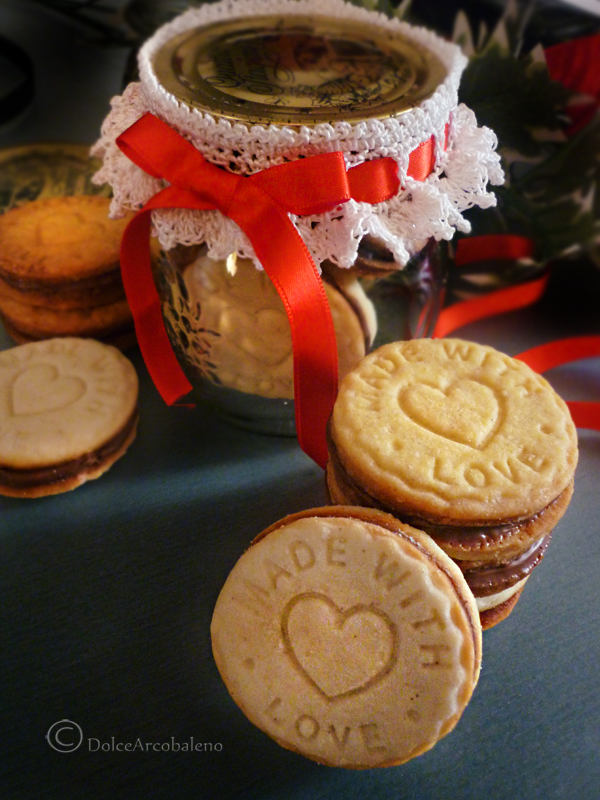 Biscotti ripieni alla nutella con e senza glutine Biscotti ripieni con crema di nocciole e nutella biscottiripieniconcremadinoccioleenutella_01