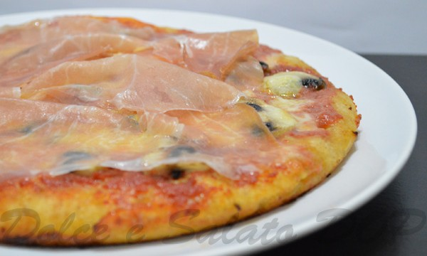 Pizza funghi e culatello, ricetta gustosa