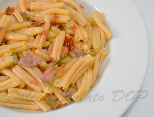 caserecce peperoni e salsiccia