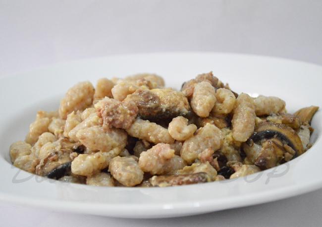 gnocchi funghi e salsiccia