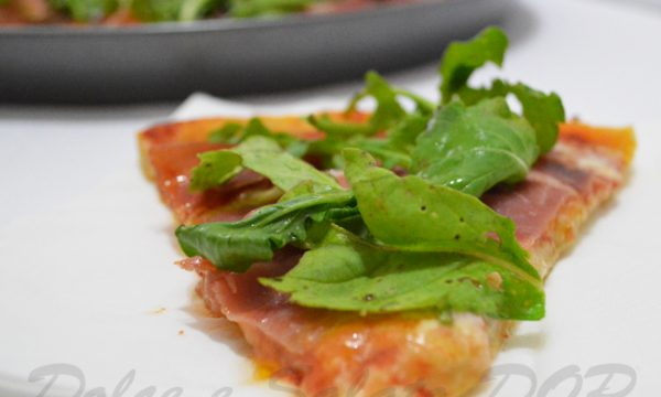 Pizza stracchino crudo e rucola