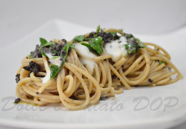 spaghetti squaquerone e olive nere