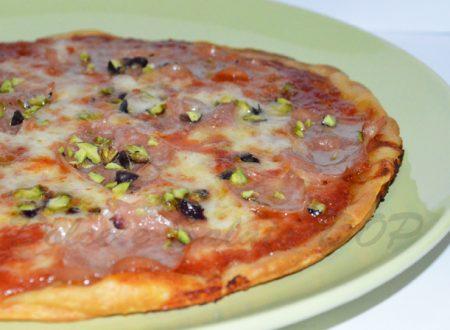 Pizza mortadella e pistacchi