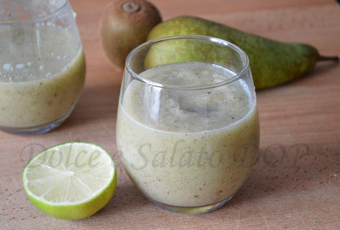smoothie alla pera, kiwi e lime