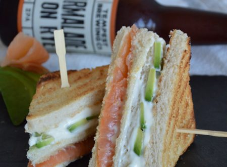 Club sandwich avocado e salmone