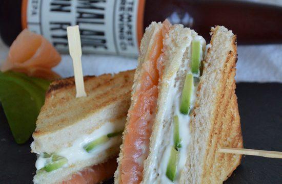 Club sandwich avocado e salmone