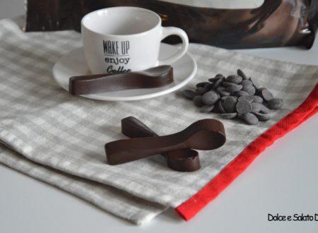 Cucchiaini di cioccolato fondente