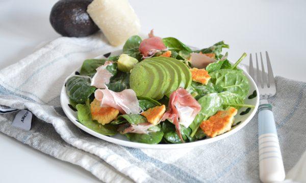 Insalata di spinaci, speck e grana, ricetta estiva
