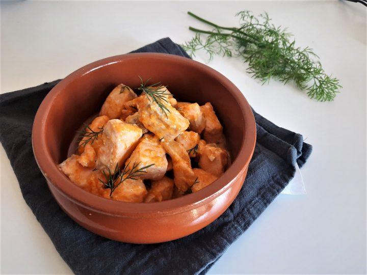 Salmone con salsa ai peperoni