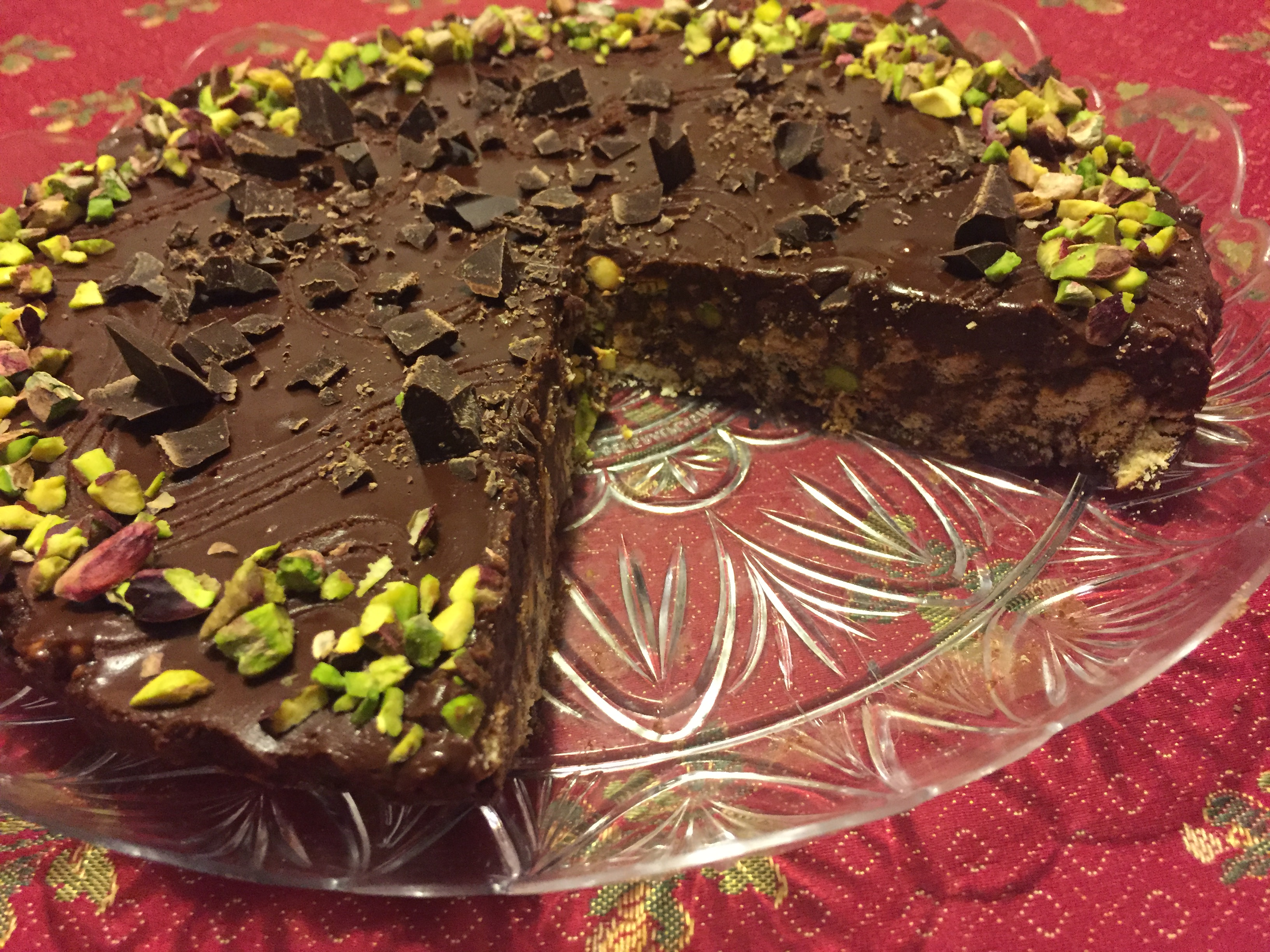 Torta fredda biscotti , cioccolato e pistacchi